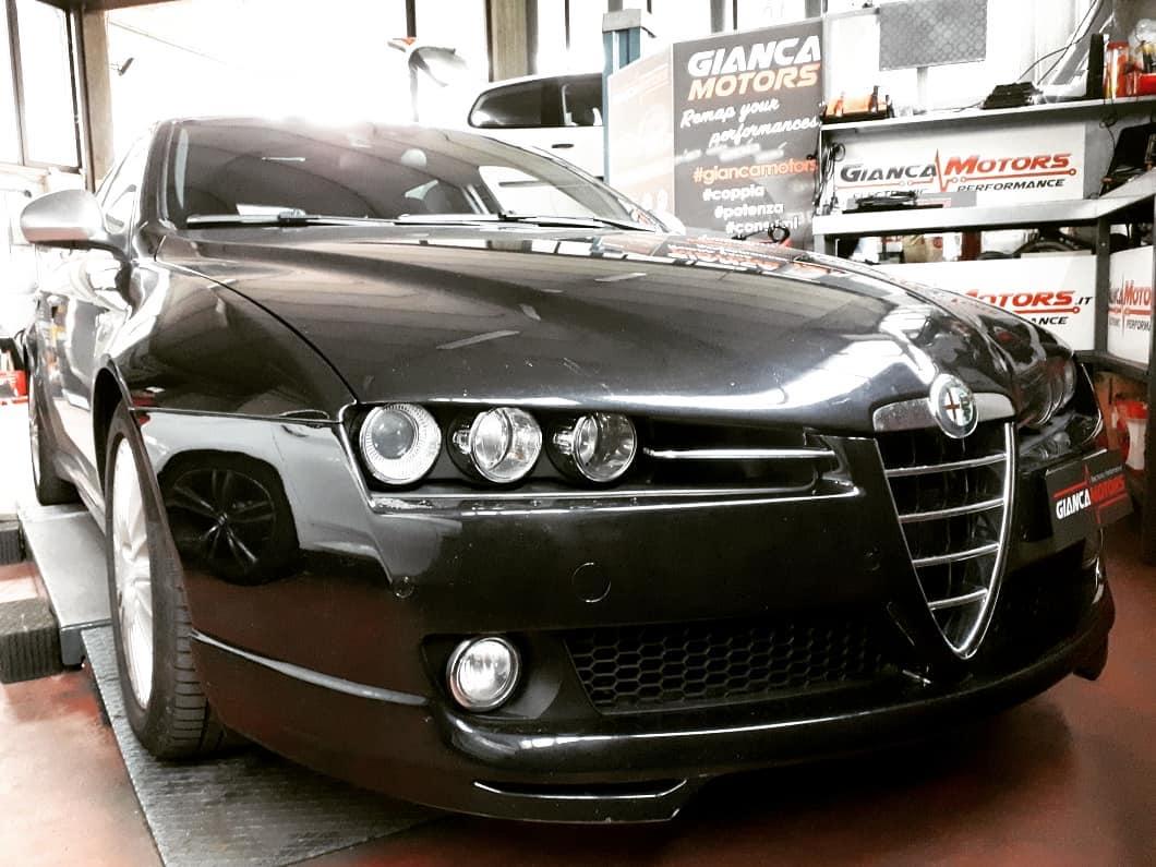 """<span class=""""light"""">RIMAPPATURA</span> CENTRALINA Alfa Romeo 159 3.2 JTS V6 24v Q4 260cv_<br /> .<br /> ✅ Rimappatura Stage 1<br /> ✅ Incremento di Potenza +14cv<br /> ✅ Aumento di Coppia +15nm<br /> ✅ Test Prova Potenza ori/stage1<br /> ✅ Risultati reali testati<br /> ✅ Solo 2 orette di attesa<br /> ✅ Affidabilità al TOP<br /> ✅ Oltre 15 anni di esperienza<br /> ✅ Software by GiancaMotors<br /> .<br /> Con la rimappatura della centralina é possibile migliorare le prestazioni della tua Auto, in questo caso una 159 con motore V6.</p> <p>Stage 1 disponibile per tutti i motori 3.2, 1.9 e 2.2  JTS Alfa Romeo.</p> <p>L'affidabilitá del Nostro chiptuning é garantito dal Nostro:<br /> ✅1. Diagnosi<br /> ✅2. Prova Potenza prima<br /> ✅3. Backup e Rimappatura<br /> ✅4. Prova Potenza dopo<br /> ✅5. Diagnosi & Controlli<br /> Cos'altro??<br /> .<br /> Cosa Aspetti!<br /> Prenota la rimappatura della centralina della tua 159.</p> <p>Hai poco tempo?<br /> Nessun problema!<br /> Ti bastano 2 orette di attesa per una rimappatura della centralina su misura della Tua Auto, Camper o Furgone.</p> <p>Scopri i benefici della rimappatura centralina Alfa Romeo</p> <p>https://www.giancamotors.it/benefici-della-rimappatura/</p> <p>Per Info & Prenotazioni<br /> ☎ 389.7979552</p> <p>https://wa.me/393897979552</p> <p>✉ giancamotors@gmail.com<br /> www.giancamotors.it<br /> Siamo a Busto Arsizio (VA) a solo mezz'ora da Milano, Varese e Novara.<br /> .<br /> Aperti al SABATO fino alle 18:30!<br /> .<br /> .<br /> Riceviamo su appuntamento #3.2"""
